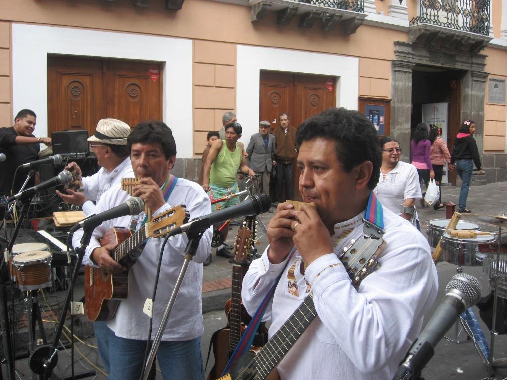 20110701231426-quito-a-pie-fiesta-de-la-musica-2-.jpg