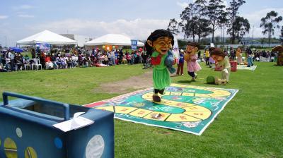 20121112222143-la-lonchera-rayuela-fue-uno-de-los-juegos-tradicionales-del-evento.jpg