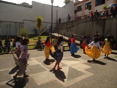 20141127212017-fiestas-en-cdc-la-tola-2-.jpg