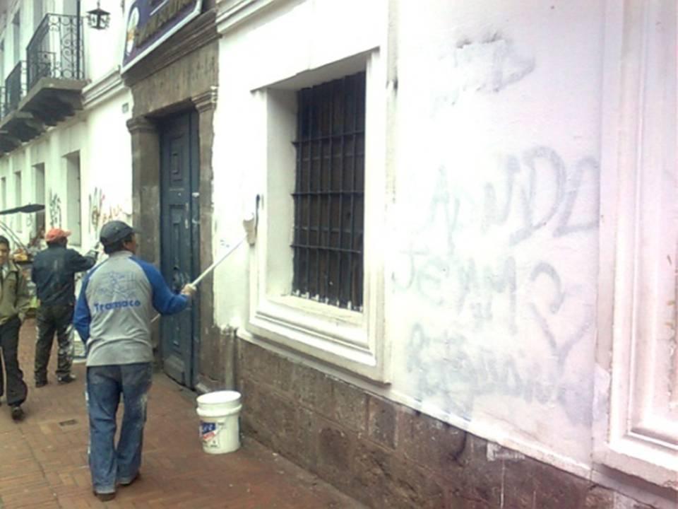 20110607203217-limpieza-grafitis-4-.jpg